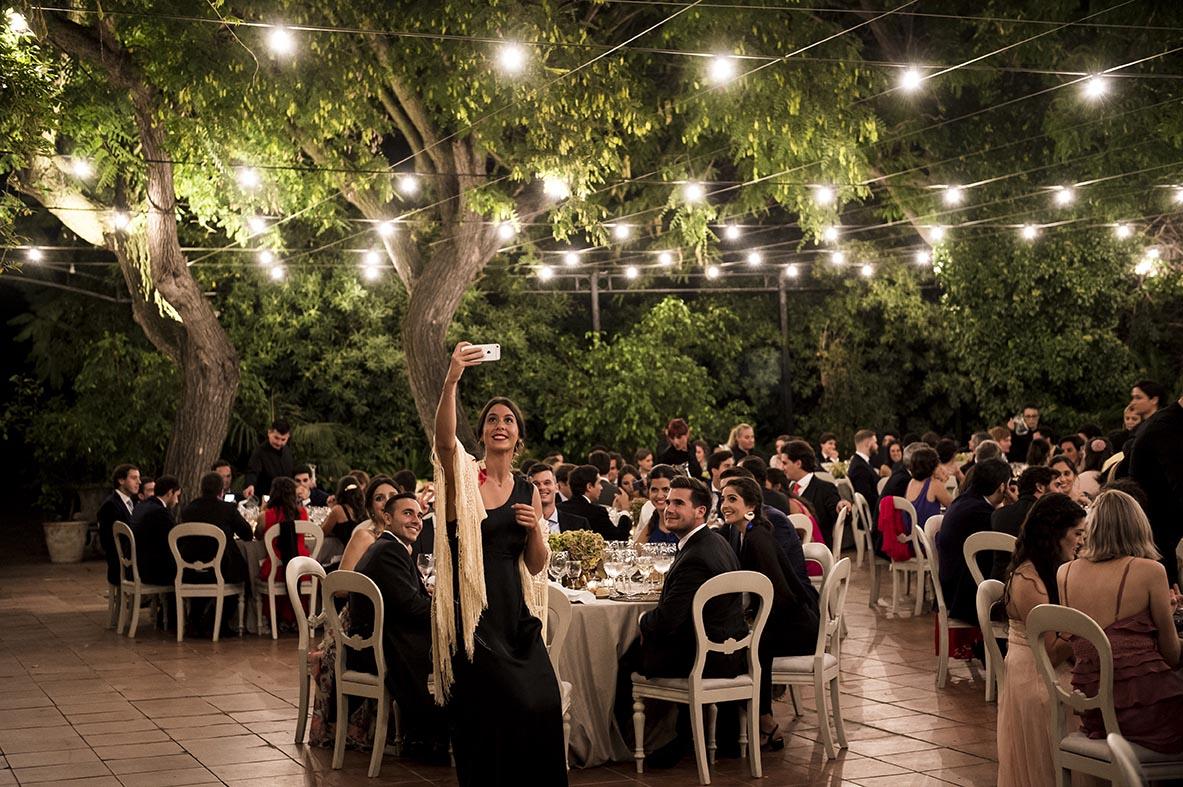 Boda de Leticia y Celso en Villa Bugatti- Salón Invernadero con invitados