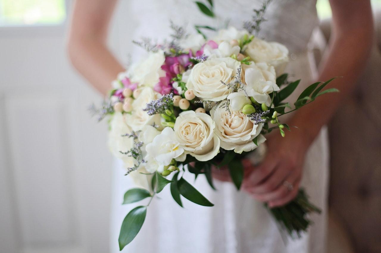 ¿Por qué las mujeres usan ramos de novia?